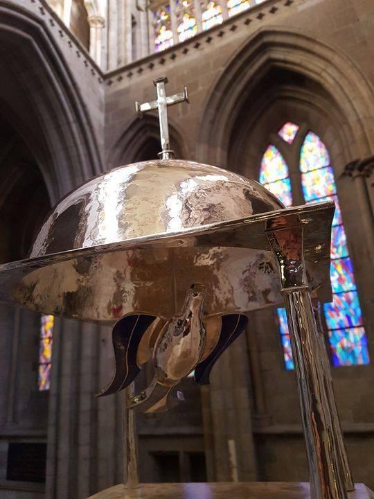 la rencontre avec Goudji, orfèvre du nouvel autel de la cathédrale