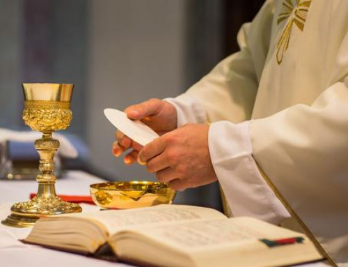 «Le 11 mai, laissez-nous servir!» Tribune signée par 130 prêtres